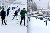 Češi lační po sněhu: Davy běžkařů, otevřená okénka, plné apartmány a dražší parkovné