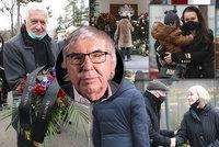 Slet celebrit na pohřbu výtvarníka Suchánka (†87): Nechyběl prezident! Z rodiny přišla i Farna