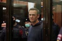 Strach o zdraví Navalného: Putinův hladovějící kritik byl převezen do nemocnice