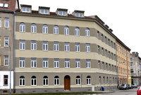 Nápad z Brna: Jak ochránit opravený dům se sociálním bydlením? Nastěhovat tam strážníka!