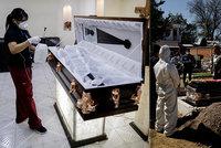 """""""Sežeňte si kyslík sami."""" Ve zdecimovaném Mexiku se stojí fronty na léčení i pohřby"""