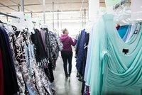Odvrácená strana online nakupování: Pálení oblečení, emise i pořizování zbytečností