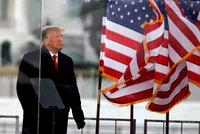 """Trumpův relax na Floridě: """"Prožívá něžné chvíle s rodinou,"""" tvrdí stratég. Co impeachment?"""