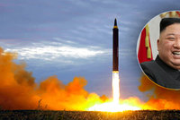 Diktátor Kim vylepšil jaderný program KLDR. Peníze získal z útoků hackerů, tvrdí zpráva