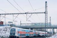 Sníh komplikuje dopravu na pražské železnici: Vyřadil třetinu elefantů