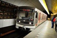 Návrat do starých kolejí: Pražské metro opět jezdí do půlnoci