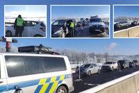 Kolona mezi uzavřenými okresy Cheb a Sokolov a nehody u kontrol. Policie si posvítí i na hory