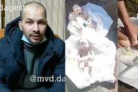 Otec na pohřbu zjistil, že v rubáši jsou zabalené v panenky: Jeho žena lhala o těhotenství!