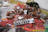Pořádný úlovek ruzyňských celníků: Našli 957 kilo nelegálně dovezeného masa, ryby i léky