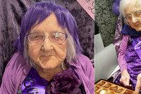 Babičku čekaly 100. narozeniny bez příbuzných: Dostala blahopřání a dárky od lidí z celého světa!