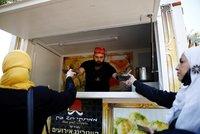 V Izraeli dávají k vakcíně i oběd. Pizza a dezerty mají přimět k očkování i skeptiky