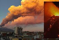 Sopka Etna se opět probudila k životu. Mohutný kouř zastavil i provoz letiště