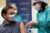 Na Slovensku se od čtvrtka mohou na očkování hlásit lidé starší 16 let. Na vakcínu si počkají