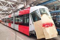 V Praze už jezdí nově pomalovaná tramvaj. Zanedlouho ji budou následovat i autobusy