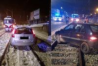 Nepřehledná situace po rekonstrukci na Smíchově: Ve štěrku na kolejích uvázly už desítky řidičů!