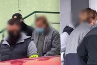Dělník dostal padáka, opil se a s pistolí v ruce naháněl bývalého šéfa. Nadýchal 3 promile