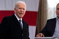 Putin navrhl Bidenovi rozhovor po slovech o zabijákovi. Chce ho v přímém přenosu