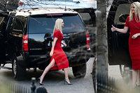 Podpatky a šaty jsou zpět. Ivanka Trumpová se na Floridě vymódila ke švagrové