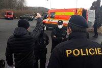 Drama v Bělotíně: Agresivní útočník vytáhl nůž na starostu! Po výhružkách mu probodal pneumatiky