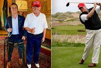 Celé dny na golfu a focení s fanoušky. Trump odhodil obleky a po odchodu z Bílého domu si užívá