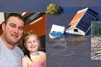 Loni chránili dům před plameny, teď ho smetla povodeň. Velká voda už v Austrálii zabíjela