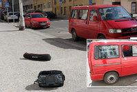 Policista chytil gaunera při činu! Protřelý kriminálník se vloupal do auta, odseděl si už 16,5 roku