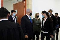Premiér u soudu kvůli korupci: Netanjahu se snažil jednání vyhnout, prokurátorka zmínila těžký případ