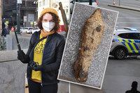 Drama u Vltavy: Šárka (43) místo odpadu vylovila granát! Ostrou trhavinu tahala z vody magnetem