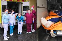Zdravotníci převáželi pacienta (38) vážícího 300 kg: Pomáhalo 10 lidí a americká sanitka