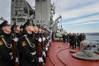 Rusové přesouvají lodě do Černého moře. Putin si stěžoval Merkelové na provokaci Kyjeva