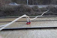 """Jak zjistit únik vody z potrubí? PVK má nový způsob, nasadí speciální pěnový """"smart"""" míček"""