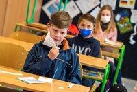Podívejte se do plných školních lavic i otevřených obchodů: Co dalšího v Česku otevře?