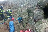 Martin (23) uvízl v jeskyni 18 metrů pod zemí: Dolů to šlo snadno, nahoru už ne