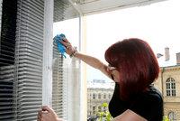Tragédie v Brně: Žena umývala okna a vypadla ze 7. patra! Na místě byla mrtvá