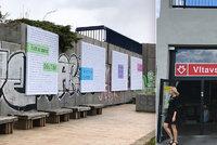 Tak šel čas s reklamními slogany. Výstava v Praze na Vltavské ukazuje jejich vývoj