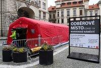 Praha otevřela nové odběrové místo: Na Mariánském náměstí lze podstoupit PCR test ze slin