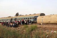 Minimálně 38 lidí zemřelo po srážce vlaků na jihu Pákistánu: Zraněné do nemocnice vozili i místní
