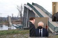 """ONLINE: Pád trojské lávky u soudu. """"Oprava konstrukci drasticky znehodnotila,"""" řekl mostař Stráský"""