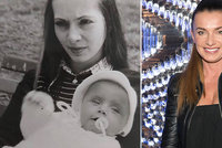 Sexbomba Alice Bendová ukázala maminku: Chlapi na ní mohli oči nechat!
