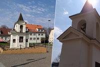 Zvonička v Dolních Chabrech: Postavila ji rodina statkářů, uchránila ji před nacisty i komunisty