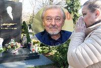 Loučení Gottovy (†80) dcery Dominiky před návratem do Finska: Nejdřív slzy u hrobu, pak vztek!