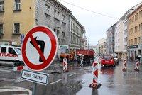 Řidiči, pozor! Dopravní tepna na Žižkově je zavřená, Koněvovou kvůli rekonstrukci neprojedete