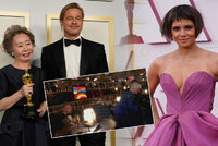Top momenty Oscarů 2021: Flirt Korejky s Pittem, šperky za 120 mega a zadek »Cruelly« Closeové!