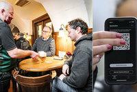 Ne jedna, ale dvě aplikace ke vstupu do podniků. Klíčem k rozvolňování v Česku budou mobily?
