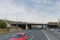 Dopravní omezení na Jižním Městě i na D1: Most přes dálnici čeká rekonstrukce