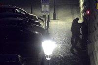 Zloděje v centru Prahy zaujala bunda, čmajzl ji i s autem. Do několika hodin už byl v poutech