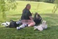Milenci se oddávali sexu ve dvě odpoledne v olomouckém parku: Hrozí jim 2 roky vězení!