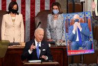 Perličky z Bidenova projevu: Pusinky druhého gentlemana, ženy za pultem a šaty první dámy