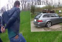 Agresivní řidič v BMW srazil policistu: Nezastavila ho střelba ani zátarasy