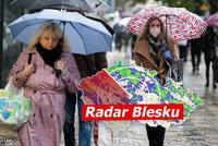 Vydatný déšť zvedl hladiny řek, místy platí první povodňový stupeň. Sledujte radar Blesku